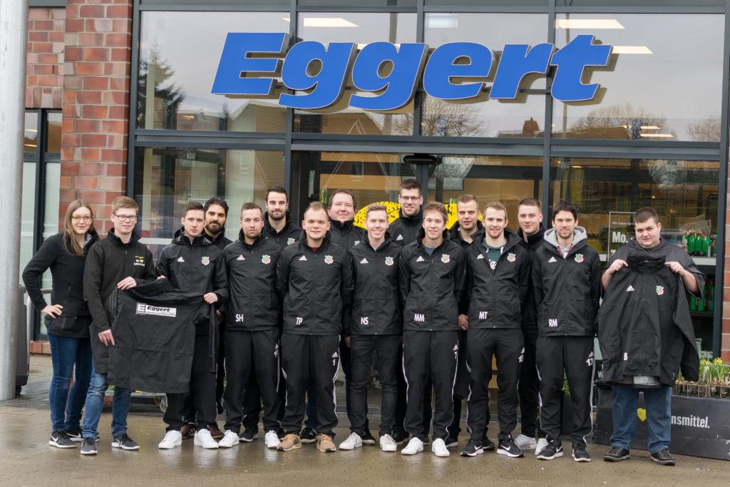 Edeka Eggert sponsert Regenjacken der 2. Herren